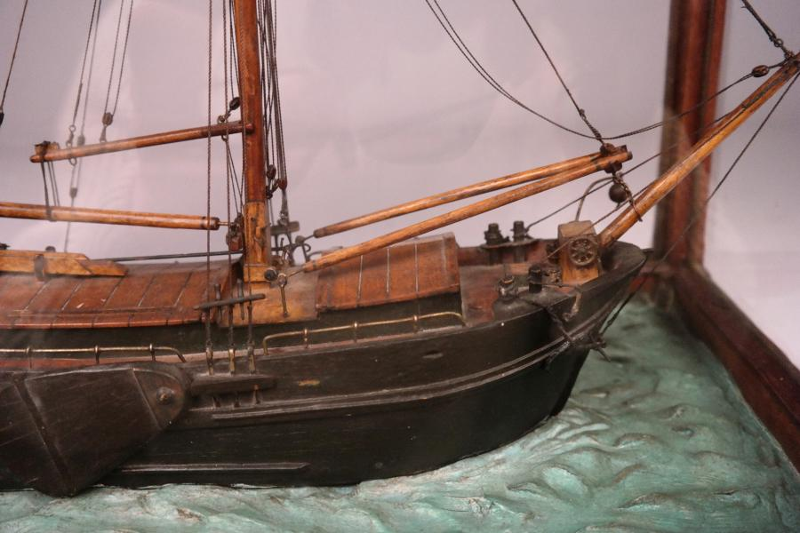 Ship Model of a Dutch Klipper on a Seabed – 19th century