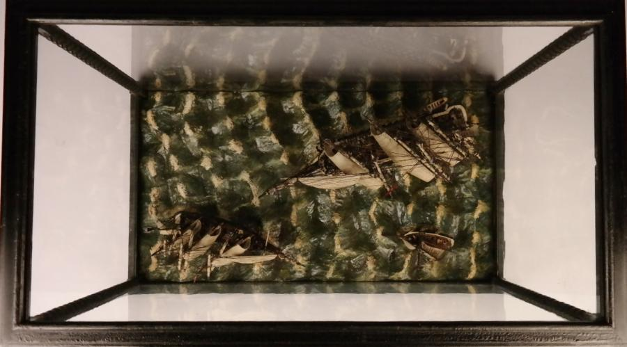 Man of War in nice Display Case – England, 19th century