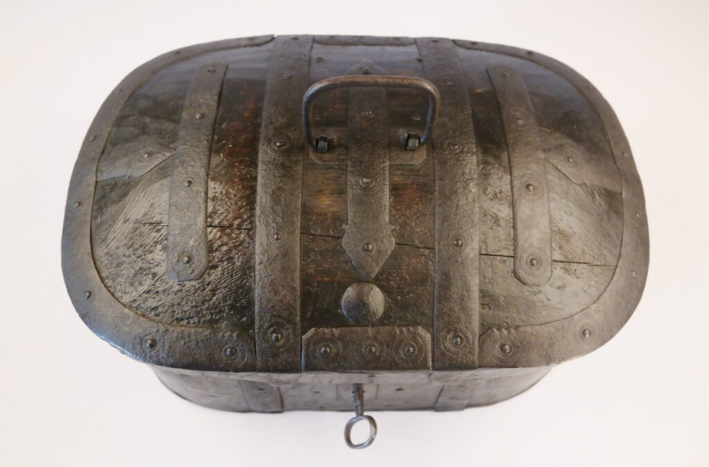 Seaman's Svepask or Travelingtrunk – Scandinavian, 19th century