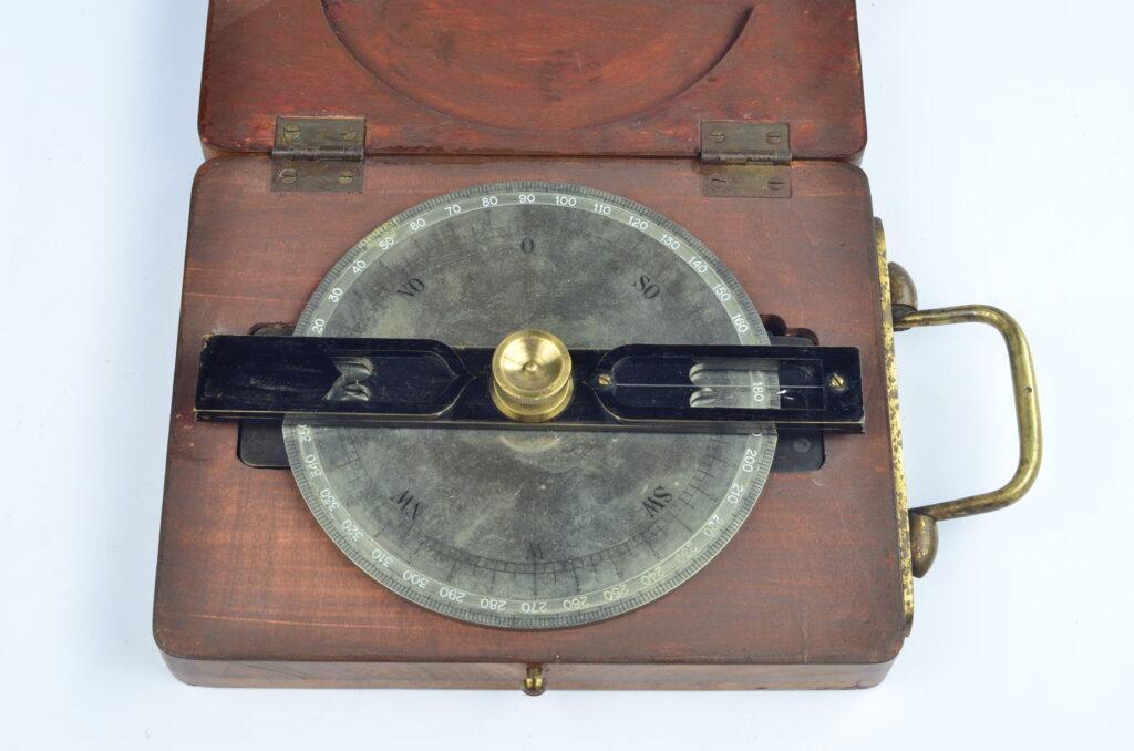 Pelorus in wooden briefcase – Swedish Navy