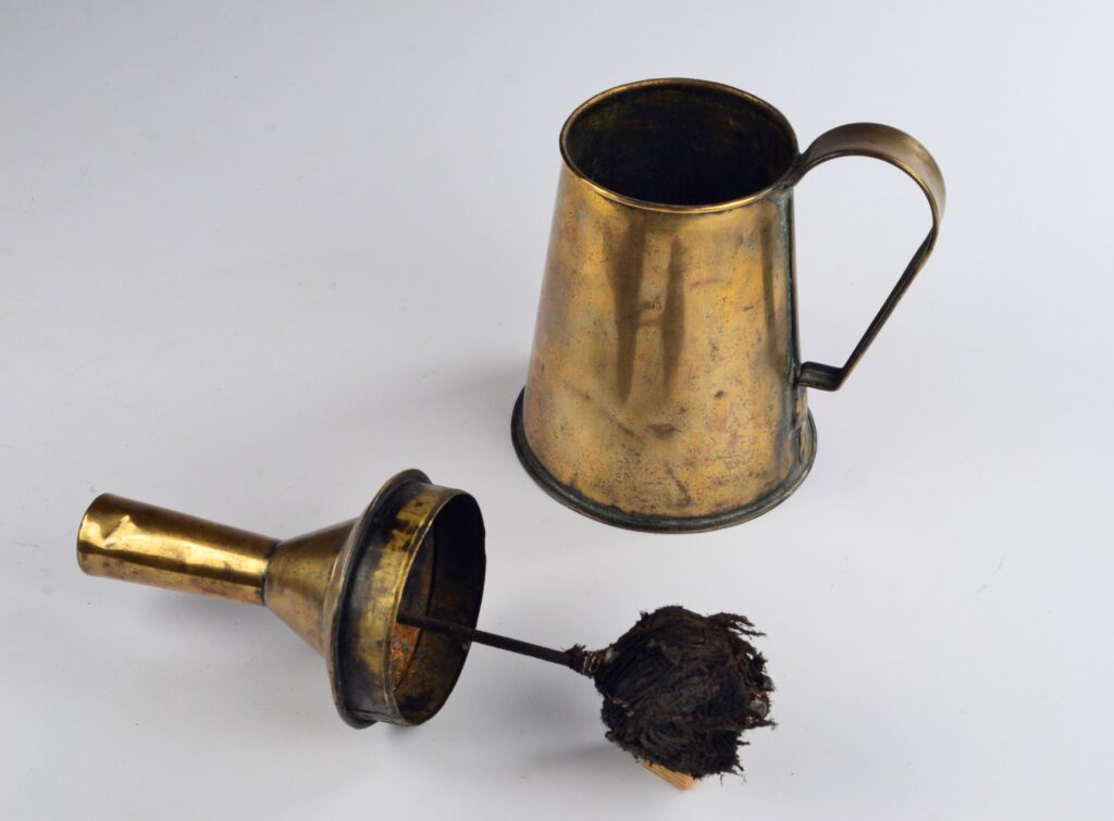Hand Flare-up Light with Extinguisher – 19th century